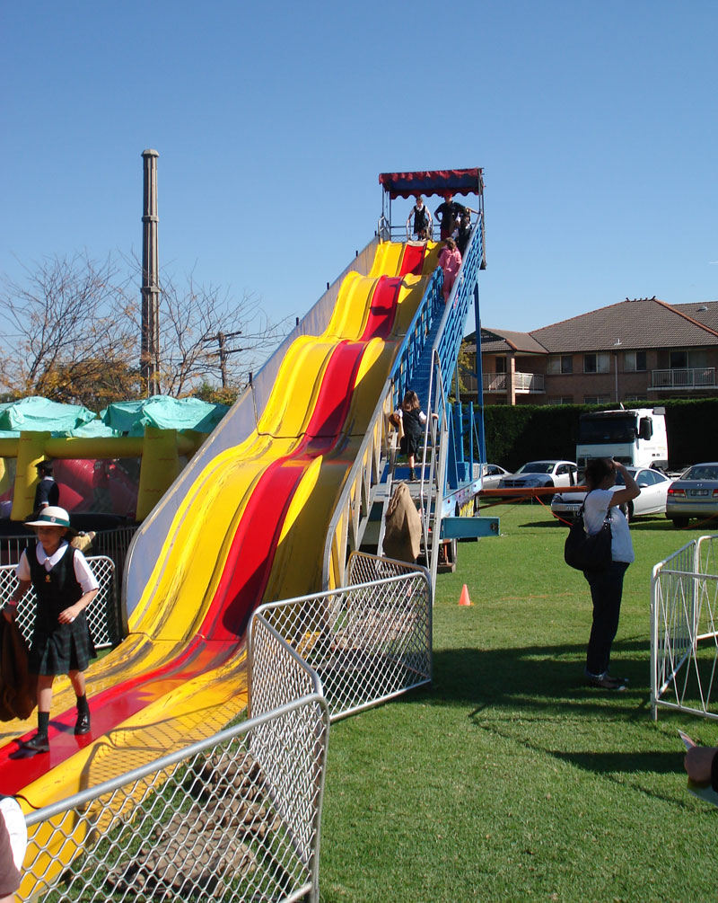 Carnival rides central coast party hire - The giant slide apartament ...